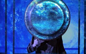 Гармонія з прыродай і яе гукамі: гонг-майстар лячыў гродзенцаў музыкай