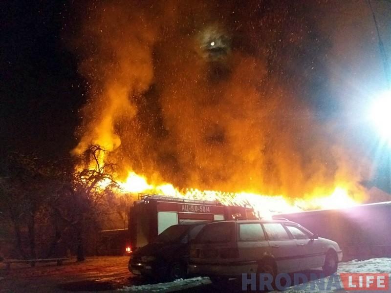 Начны пажар у цэнтры Гродна: на Ціміразева згарэлі старыя гаражы
