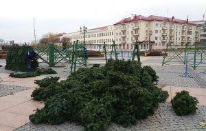 На Савецкай плошчы пачаўся мантаж навагодняй елкі