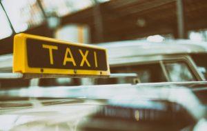 Ноччу на Альшанцы малады чалавек накінуўся на таксіста. Кіроўца змог адбіцца