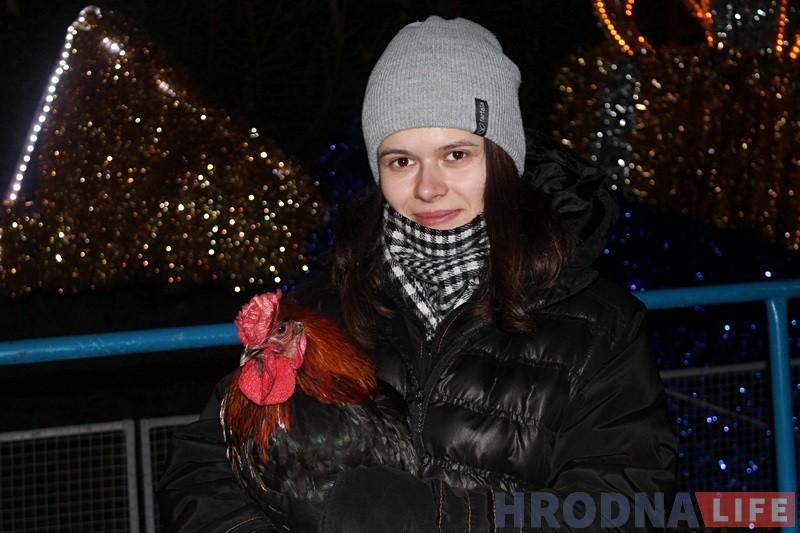 На плошчы Леніна певень Пятровіч прадказвае гродзенцам будучыню