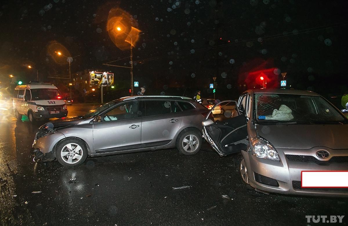 Аварыя на Дубко: пасля няўдалага павароту налева шпіталізавалі трох чалавек