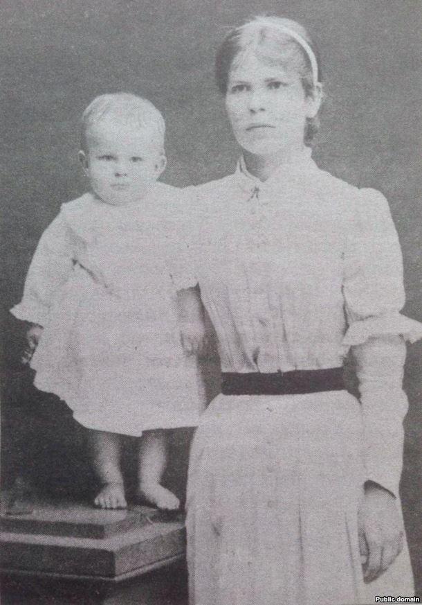 Марыя Багдановіч і Максім Багдановіч (першы вядомы здымак паэта), 1892