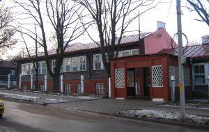 Від школы з боку вуліцы Лермантава, былой Базыліянскай
