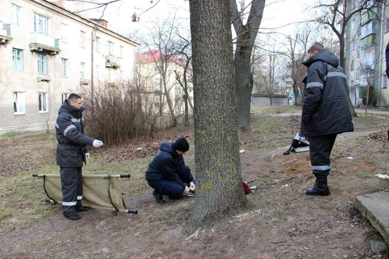 Супрацоўнікі следчага камітэта працуюць на месцы забойства. Фота: sk.gov.by