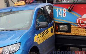 ДТЗ тралейбуса і таксі часова паралізавала рух у цэнтры Гродна