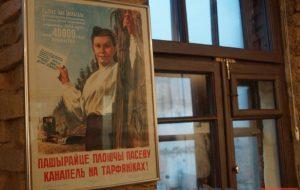 """Ад """"павелічэння пасеваў канаплі"""" да """"слімака міру"""". У Гродне можна пабачыць выставу беларускага плаката"""