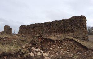 Крэўскі замак рыхтуюць да раскопак, але без нагляду археолагаў