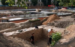 Раскопкі 2005-2006 гг. на Савецкай плошчы абмежаваліся частковым адкрыццём старых фундаментаў на маленькай плошчы