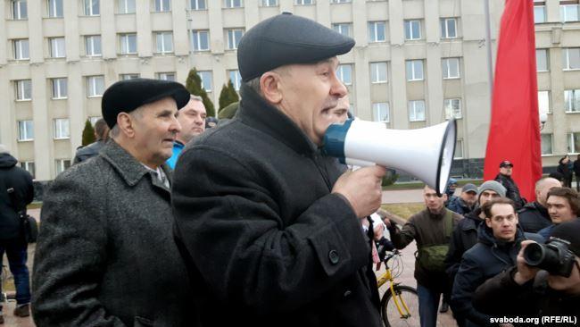 Мікалай Салянік падчас мітынгу ў Горадні 15 сакавіка