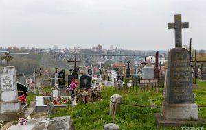 Закрыты горад мёртвых, які працягвае жыць. Рэпартаж з самых старых могілак Беларусі
