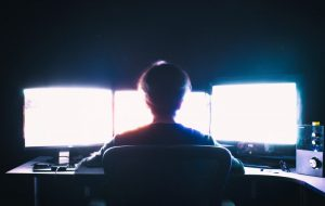 """Хакер-домосед из Гродненщины похищал тысячи долларов. Его задержали с помощью бригады """"скорой"""""""
