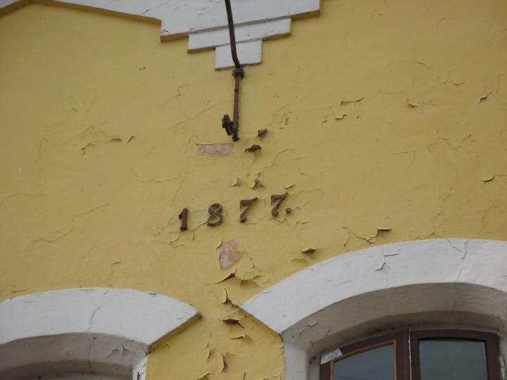 Дата на фасаде Гродненского пивзавода. Фото из архива Андрея Вашкевича