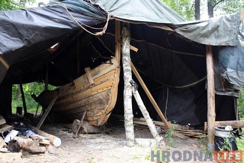 Гродзенец паводле старых чарцяжоў будуе ладдзю вікінгаў, каб даплыць да Балтыкі