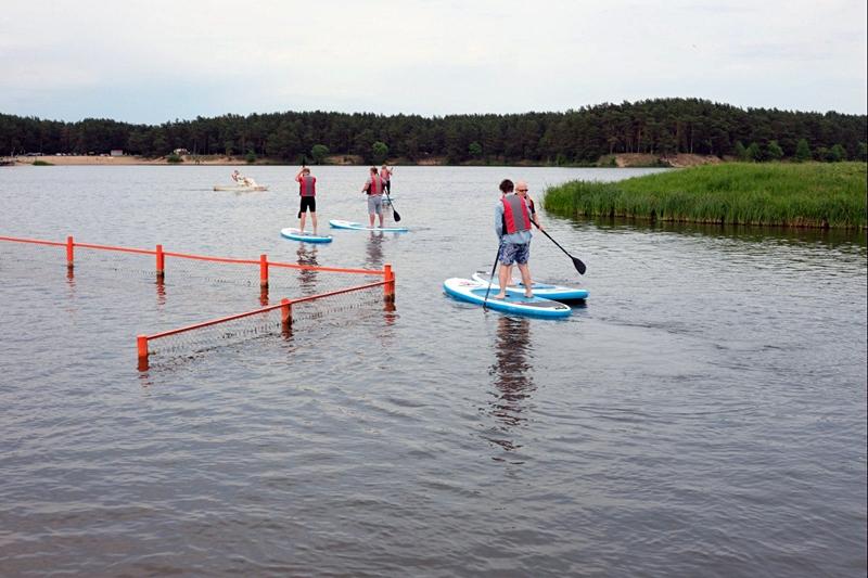 На Юбілейным возеры гродзенцаў пазнаёмілі з сапсёрфiнгам