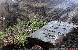 Гродзенцы працягваюць знаходзіць яўрэйскія надмагільныя пліты каля Гараднічанкі
