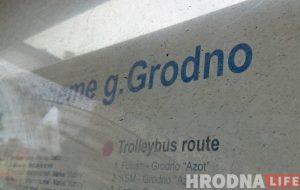 """Што за""""g""""? Ці патрэбны ў горадзе надпісы на лацінцы і пра што раскажуць """"англамоўныя"""" шыльды на прыпынках"""