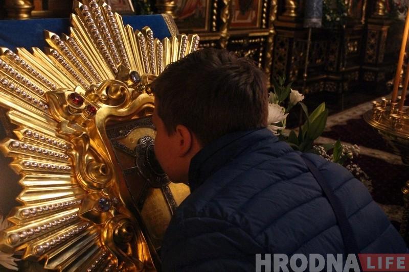 У Гродна прыбыла цудатворная ікона Божай Маці Жыровіцкай