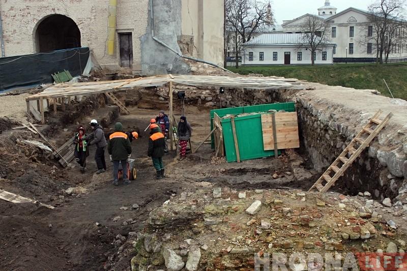 Рэканструкцыя Старого замка: мінскія спецыялісты ўмацоўваюць замкавую гару па фінскай тэхналогіі