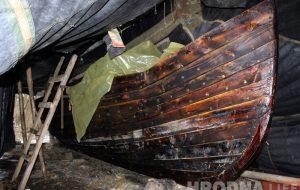 Гродзенскі рэканструктар адзін пабудаваў лодку як у сярэднявеччы