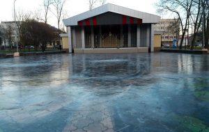 У парку Жылібера сталі заліваць першы каток у горадзе