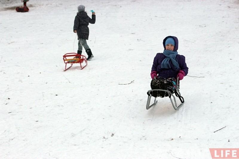 Памянялі PlayStation на цюбінг: гродзенцы ўпершыню гэтай зімой выйшлі на снежныя горкі