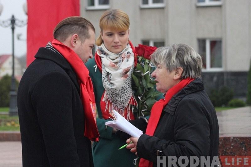 У Гродне лідарка камуністаў шануе Леніна, ходзіць у царкву і вышывае іконы