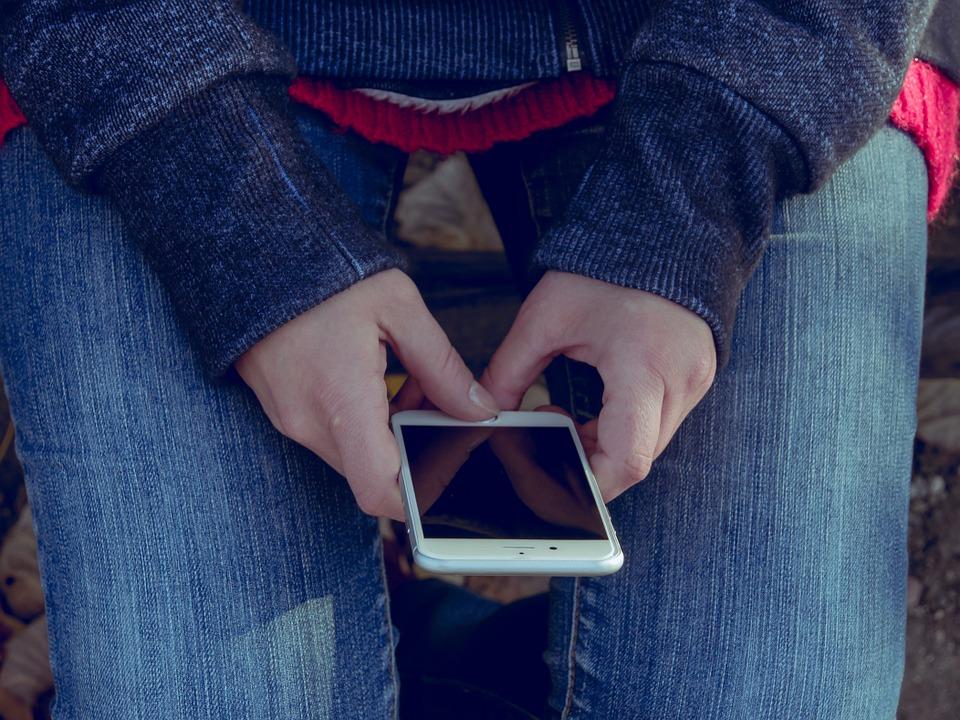 У Гродне студэнтка знайшла ў таксі чужы iPhone і забрала яго сабе