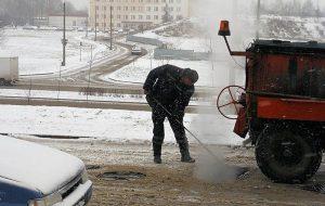 Гродзенскія ўлады патлумачылі, чаму рамантаваць дарогу ў снегапад гэта ОК