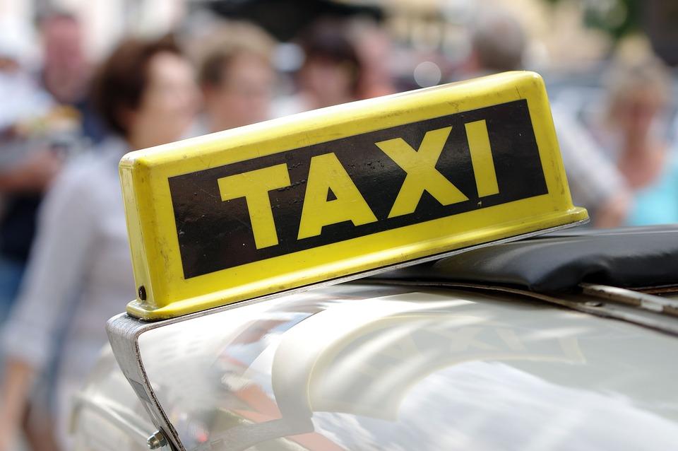 У Гродне мужчына пабіў двух таксістаў і пашкодзіў іх аўтамабілі