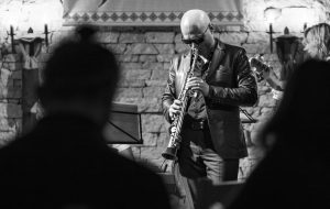 Навошта беларусам слухаць джаз? Алекс Краўчук сыграе ў Гродне пра жыццё, каханне, зоры і пінгвінаў