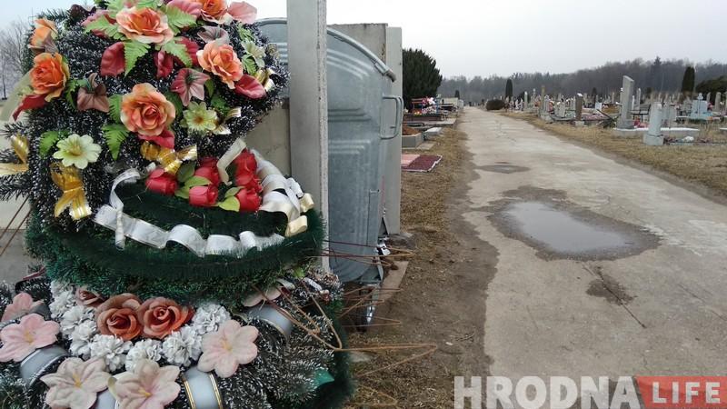 Штучная Радуніца: пластыкавыя кветкі на могілках перажывуць пахаваных на сотні год