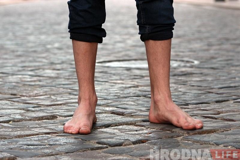 """""""Не прикол, а образ жизни"""". Гродненец рассказал как стал ходить босиком по улице"""