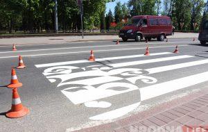 У Гродне на пешаходных пераходах пачалі з'яўляцца надпісы і малюнкі