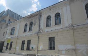 Рэстаўрацыя па-гродзенску: як давесці будынак да катастрофы, а пасля гераічна яго аднаўляць