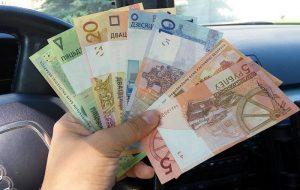 Палова жыхароў Гродна і вобласці жывуць на суму менш 400 рублёў на месяц