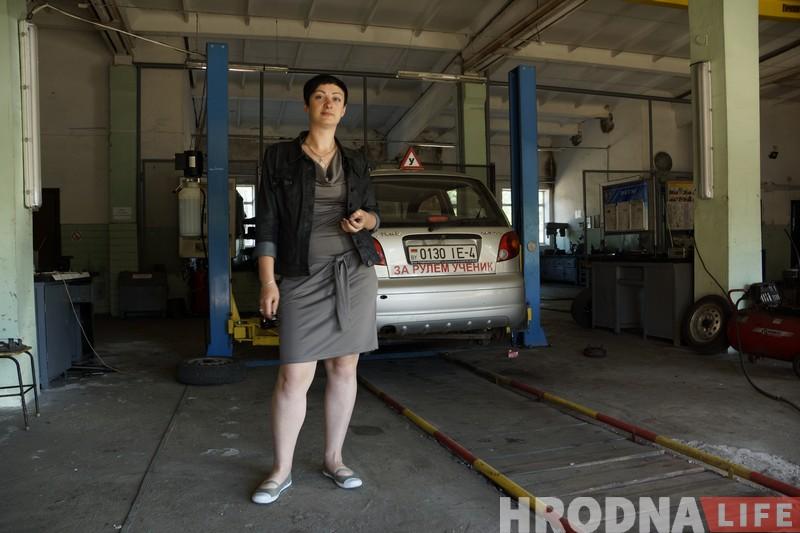Женщина рулит. Как жительница Гродно работает инструктором в автошколе