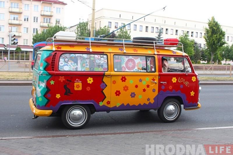 Глядзі, на якім хіпарскім Volkswagen T2 прыехалі ў Гродна маладыя палякі