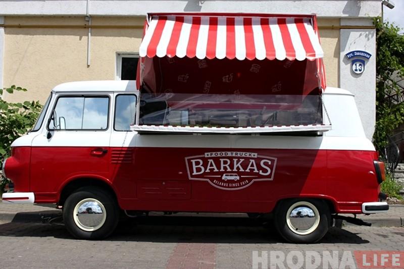 """""""Купили в деревне фургон и вложили $ 8000"""". Фуд-трак """"Barkas"""" появился в Гродно"""