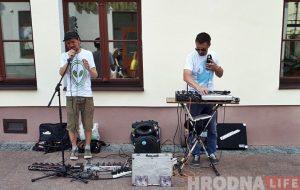 Такога вы не чулі: мінскі вулічны музыка прэзентаваў альбом на вуліцах Гродна