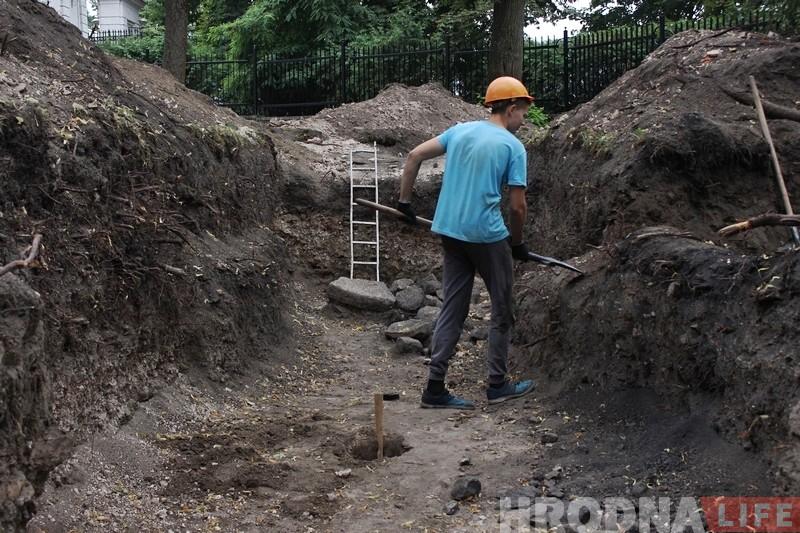"""""""Кладка XII века - уже сенсация"""". Почему раскопки возле Нового замка нужно обязательно продолжать"""