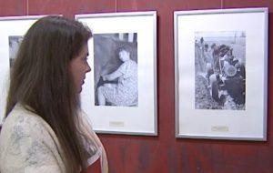 Династия фотохудожников из Гродно показала в Москве черно-белую историю города