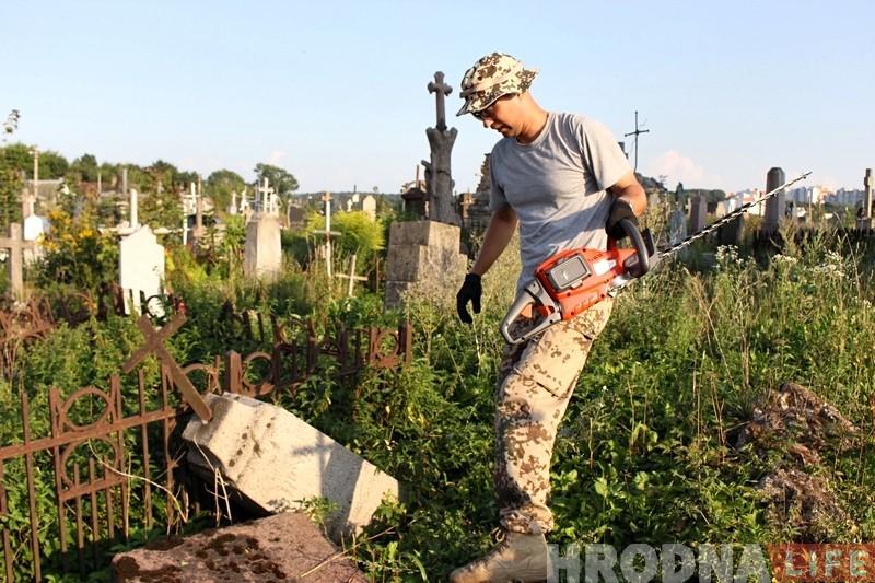Мінчанін хоча цалкам адлічбаваць старыя каталіцкія могілкі ў Гродне і шукае валанцёраў. Далучайцеся!