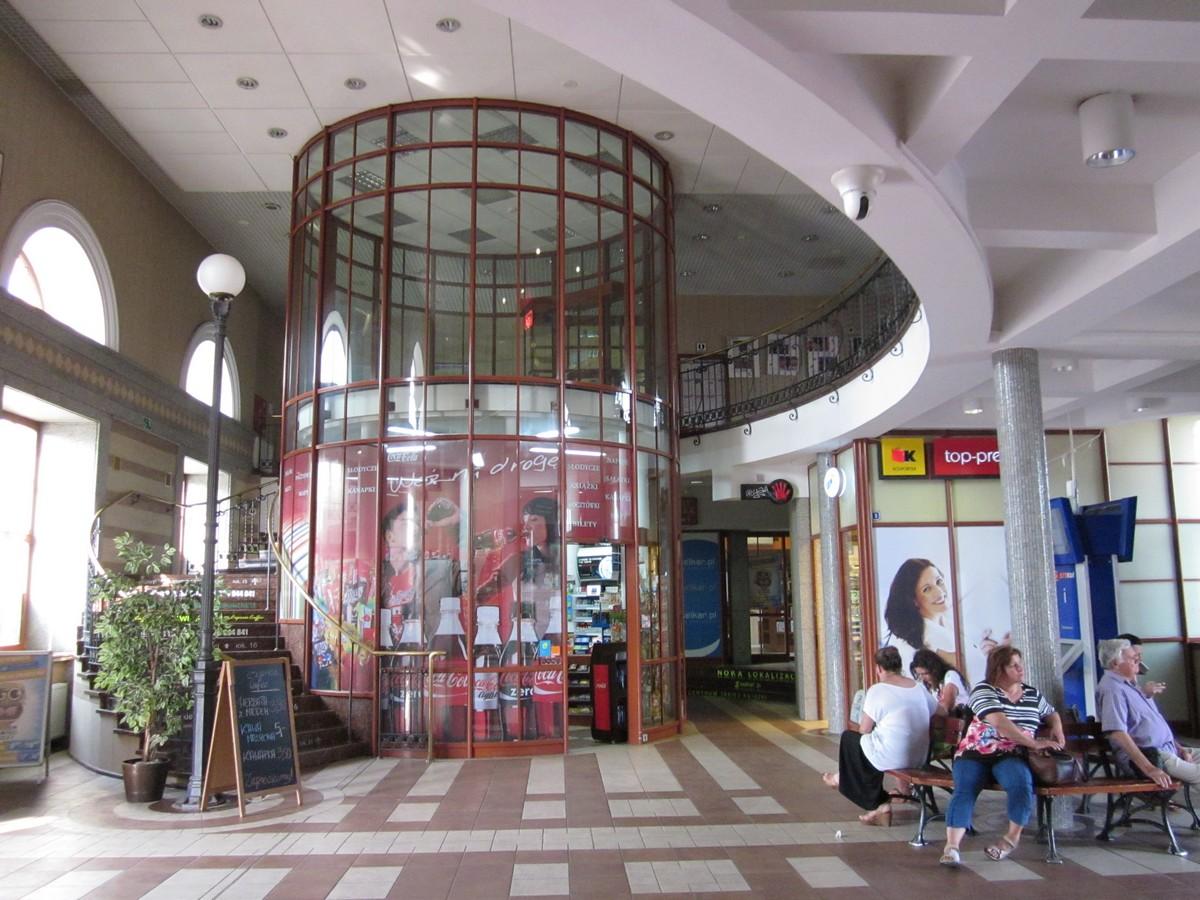Чыгуначны вакзал у Беластоку чакае рамонт: глядзіце, як ён зменіцца ўжо праз год