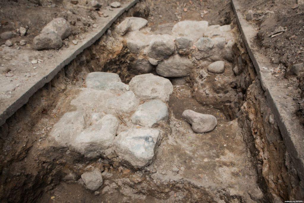«Вы што, хворыя?!» Археолаг адказаў на закіды наконт земляных прац на Новым замку ў Гродне