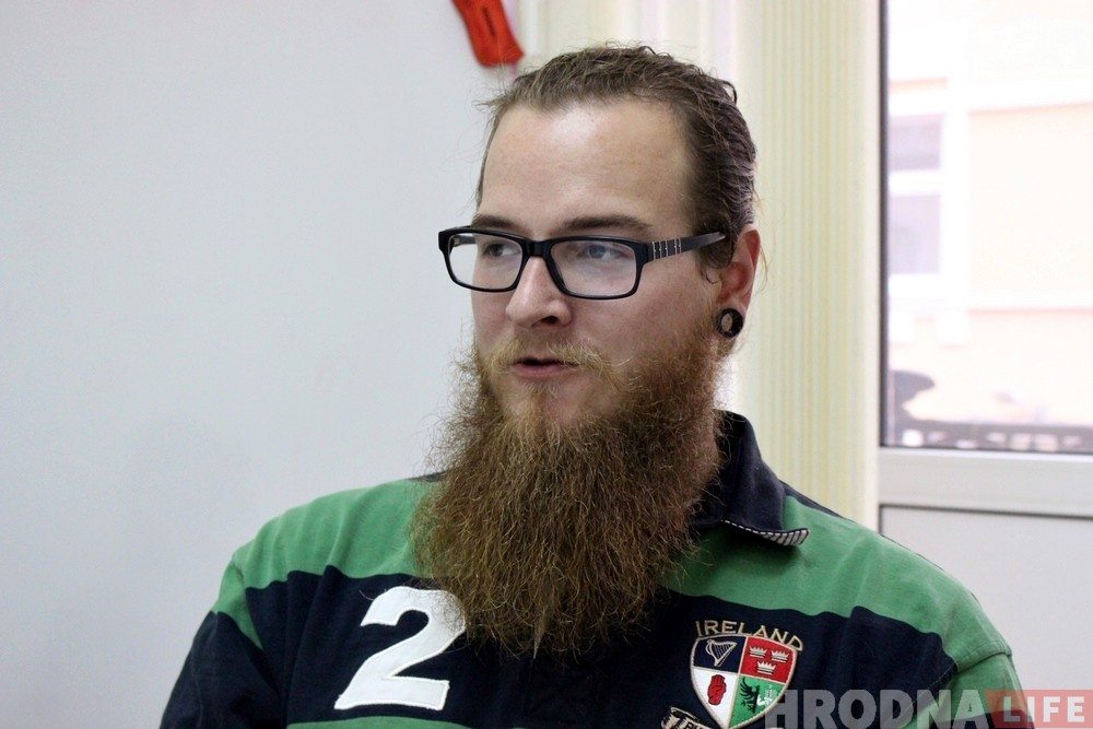 С татуировками и бородой: как учитель из США ломает в Гродно стереотипы