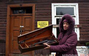 «От соседей осталась только скрипка». История дома, который готовили к приезду Лукашенко