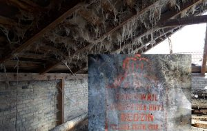 Глядзіце, якое цікавае кляймо знайшлі на даху аднаго са старых дамоў у Гродне