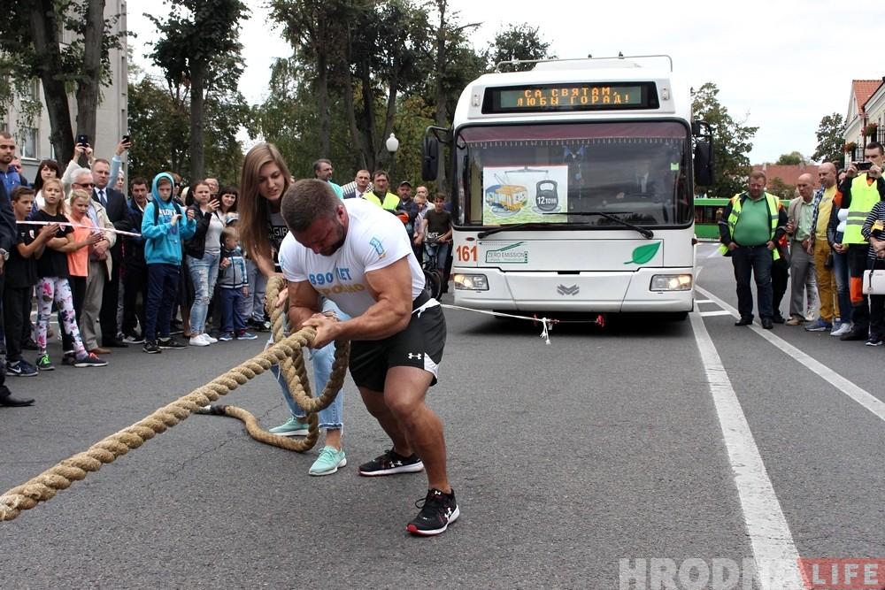 Аляксандр Кодзіс, які цягнуў тралейбус на Дні горада, прывёз чатыры медалі з чэмпіяната свету па паурліфцінгу