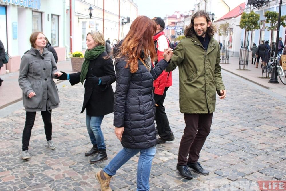 Літоўскія музыканты і танцоры «разагрэлі» Савецкую ў Гродна